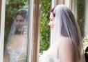 Boudoir fotoshoot reflectie met bruidssluier.