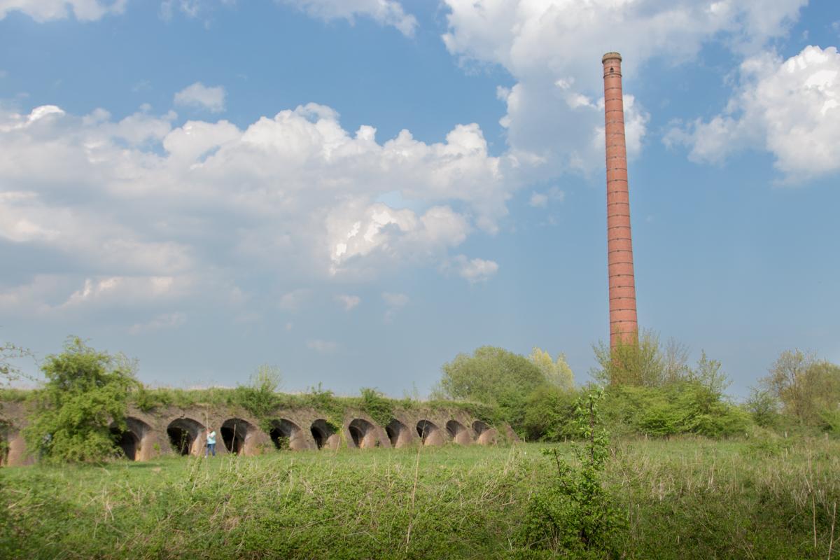 Steenfabriek Fortmond ovens en pijp buiten