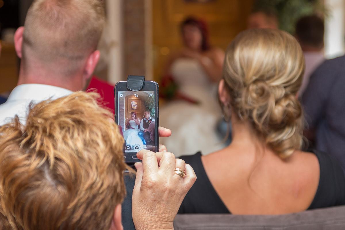 bruidspaar op de foto